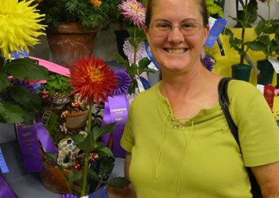 Lisa with her winning bloom of AC Abby.